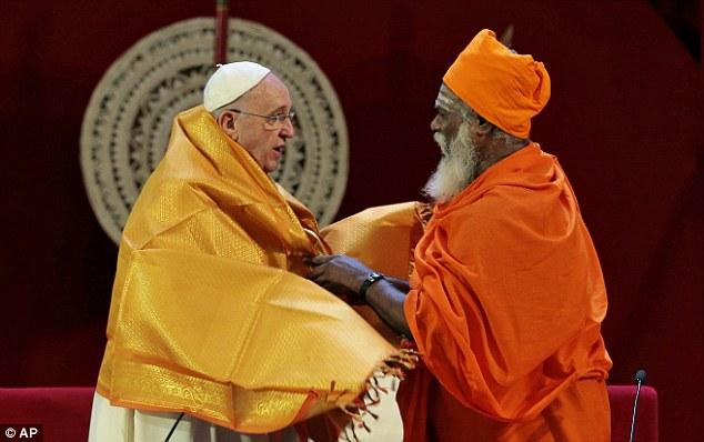 pope_hindu_priest