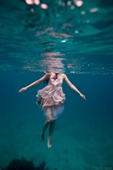girl_floating