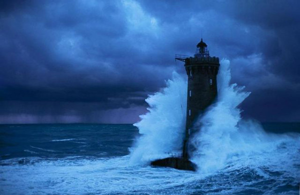 Storm Warnings Issued to Lighthouses | Z3 News